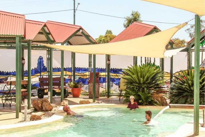 Mitchell Spa  8 ways to survive at Outback Queensland summer